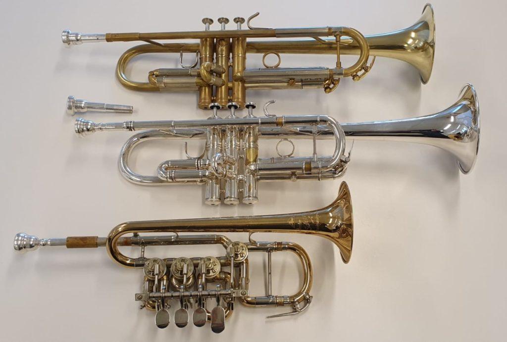 Een bes-trompet en een c-trompet