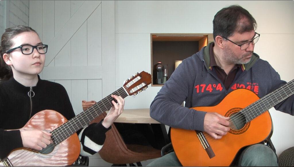 Zo ziet een live gitaarles eruit!